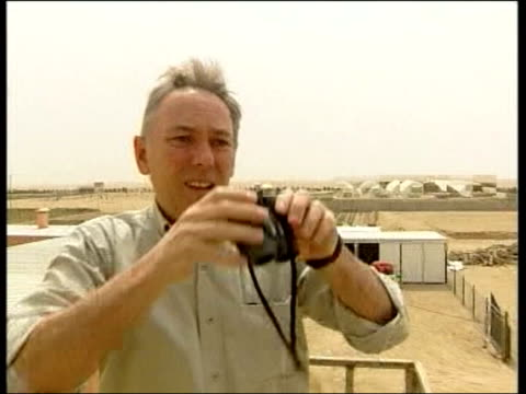 day 5 lunchtime news lib tx 2232003/itn for itv iraq southern iraq news reporter terry lloyd climbing onto roof and looking through binoculars itn... - itv lunchtime news stock videos & royalty-free footage