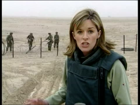 vídeos de stock, filmes e b-roll de day 8 lunchtime news iraq southern iraq ext gv raf puma helicopters on airfield gv us cobra attack helicopter refuelling on airfield british soldiers... - guerra do iraq