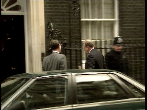 day 8/ other stories 1230 1320 john england london westminster downing st no 10 no 10 war cabinet arrivals sir patrick mayhew arrives douglas hurd mp... - petition stock-videos und b-roll-filmmaterial