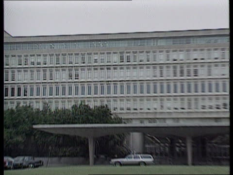 virginia langley cms sign 'central intelligence agency' directions ms cia building zoom in windows las aerials on top of building gv entrance area of... - pentagon stock-videos und b-roll-filmmaterial