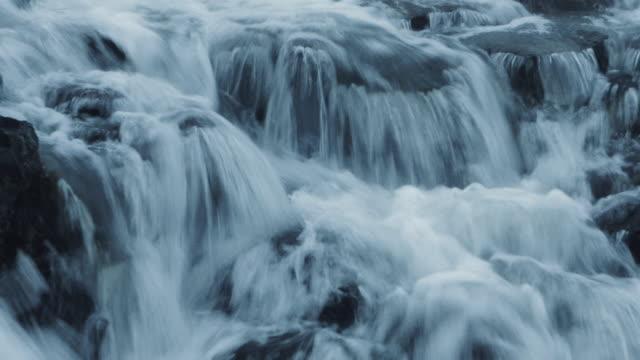 vidéos et rushes de gulfoss waterfall, islande - source naturelle