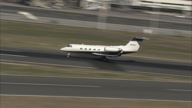 ws ts gulfstream v business jet taking off from cape town international airport, cape town, western cape, south africa - private jet stock videos & royalty-free footage