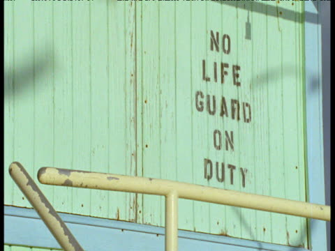 gull shadows on empty lifeguard hut, miami beach - cabina del guardaspiaggia video stock e b–roll