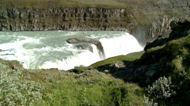 Wasserfall zwischen Felsen de Gullfoss