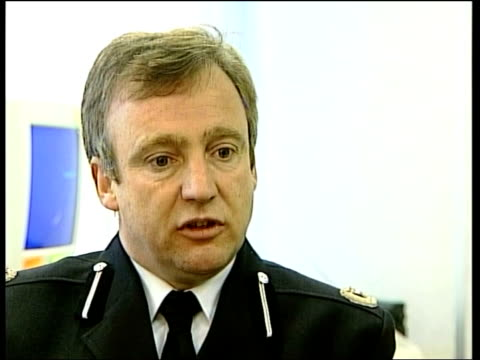 per cent rise in incidents / manchester project; itn assistant chief constable alan green interviewed sot - we have to make sure witnesses' lives are... - 50 seconds or greater stock-videos und b-roll-filmmaterial