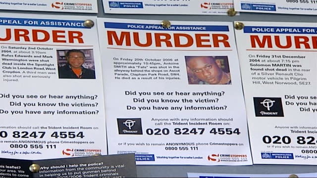 mother carries out own investigation into murder of her son int dci adnan qureshi in police station dci adnan qureshi interview sot on police promise... - 犯罪捜査点の映像素材/bロール
