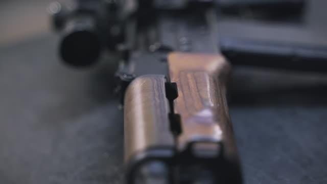 ak-47銃詳細 - ライフル点の映像素材/bロール