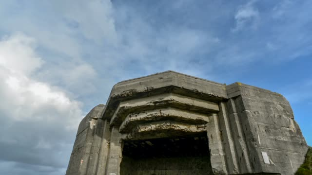 vídeos y material grabado en eventos de stock de gun emplacement on the cliffs -pen hir point, finistere - refugio contra bombas