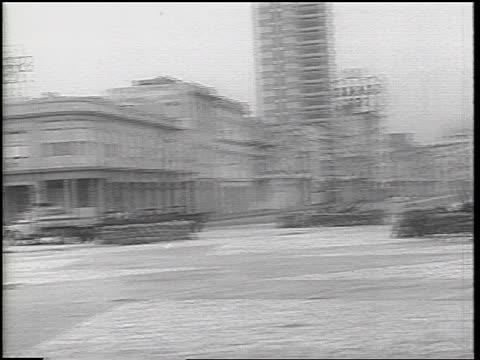 gun emplacements on beach in havana, cuba / cuban missile crisis / newsreel - 1962 bildbanksvideor och videomaterial från bakom kulisserna