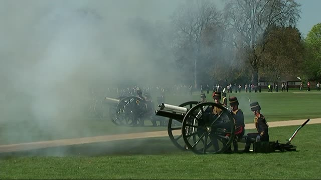 gun salutes to mark the queen's 89th birthday; england: london: hyde park: ext king's troop royal horse artillery firing gun salute to mark the 89th... - queen's birthday stock videos & royalty-free footage