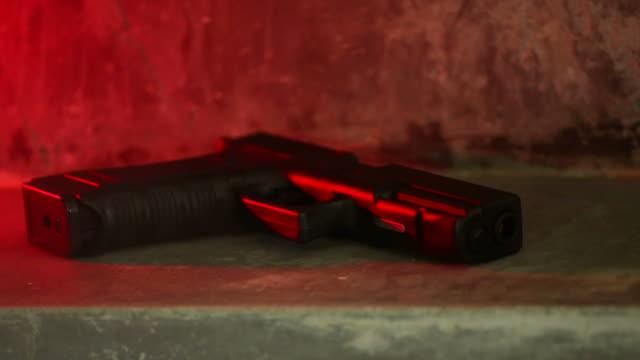 vidéos et rushes de tir au fusil - détective