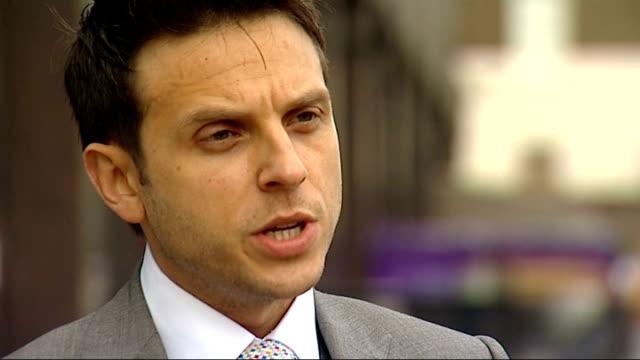 vídeos de stock, filmes e b-roll de british man found guilty england ext matt lewis interview sot - smuggling