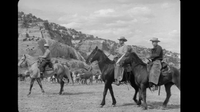 vídeos de stock e filmes b-roll de gunfight between indians and rangers - cultura tribal da américa do norte