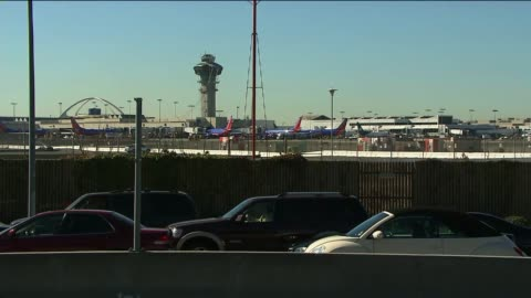 gunman kills tsa agent, injures others at los angeles international airport on october 31, 2013 in los angeles, california - fbi stock-videos und b-roll-filmmaterial