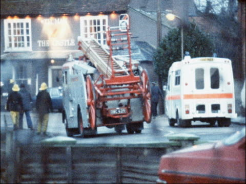 emergency services at scene of shooting england essex ramsey ext fire engines firemen police officers and 'the castle' pub with exterior lights on... - belagerung stock-videos und b-roll-filmmaterial
