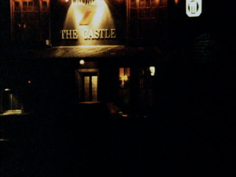 essex ramsey ext / night 'the castle' pub illuminated **rerun of telephone interview from within pub with paul howe overlaid sot ** 'the castle' pub... - belagerung stock-videos und b-roll-filmmaterial