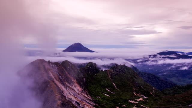 vídeos y material grabado en eventos de stock de gunung sinabung volcán - monte sinabung