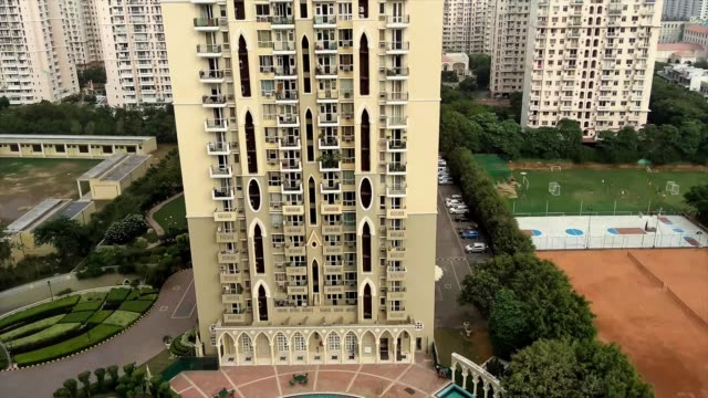 gurgaon, also known as gurugram, a city in the indian state of haryana immediately south of the national capital territory of delhi, 32 kilometres... - haryana stock-videos und b-roll-filmmaterial
