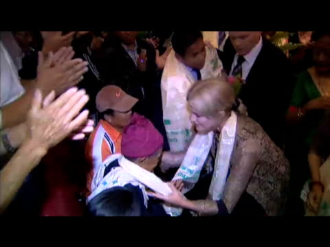 gurkha justice campaigner joanna lumley places silk scarf around neck of world war ii veteran during trip to nepal; 27 july 2009 - rathaus stock-videos und b-roll-filmmaterial
