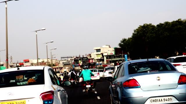vídeos de stock, filmes e b-roll de gurugram-delhi highway, índia - índia
