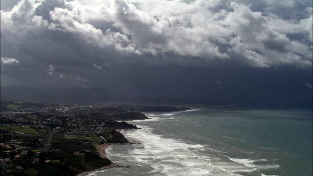 vídeos y material grabado en eventos de stock de guéthary-vista aérea-aquitaine, pirineos-atlantiques, distrito de bayona, francia - aquitania
