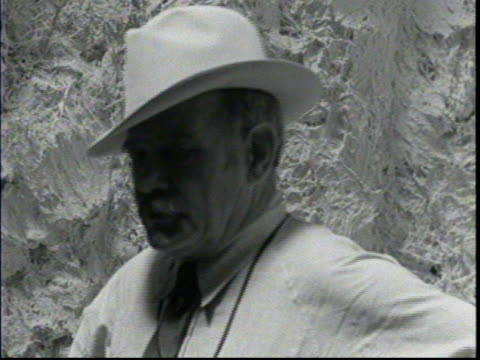 vidéos et rushes de gutzon borglum gets interviewed about the construction of mount rushmore / borglum sets the goals for the completion of mount rushmore and plans for... - monument national du mont rushmore