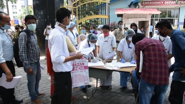 guwahati, assam, india. 2 june 2020. health workers receives job application from applicants, at mahendra mohan choudhury hospital , during covid-19... - 職探し点の映像素材/bロール