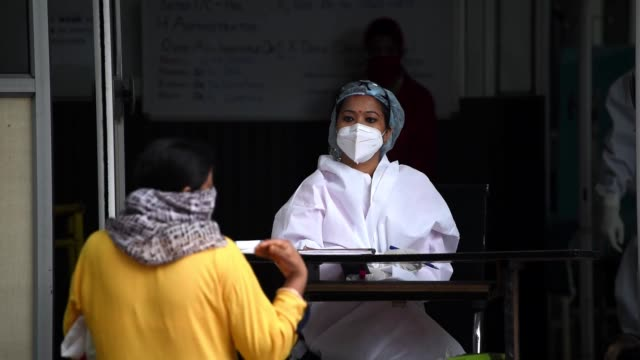 guwahati, assam, india. 23 may 2020. health worker at a hospital to consult with patients. during the ongoing covid-19 lockdown, in guwahati. - rettungsdienst mitarbeiter stock-videos und b-roll-filmmaterial