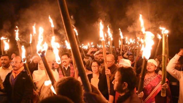 guwahati, assam, india. 8 december 2019. activists of all assam students union holding torches raise slogans during a protest over the citizenship... - flaming torch stock videos & royalty-free footage