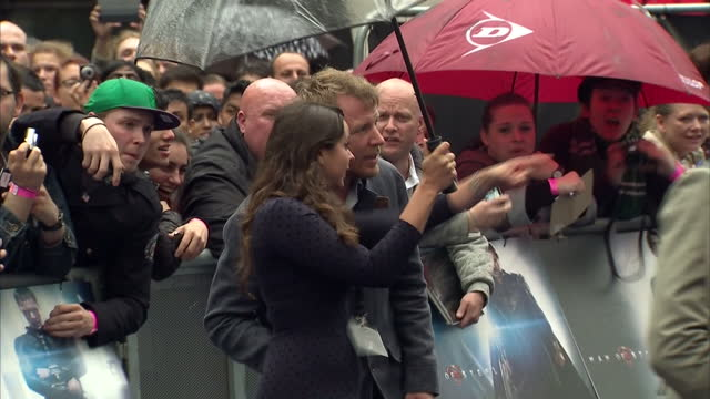 vídeos y material grabado en eventos de stock de guy ritchie on red carpet of new supermen film man of steel premiere in leicester square guy ritchie on red carpet at premiere at leicester square on... - superman superhéroe