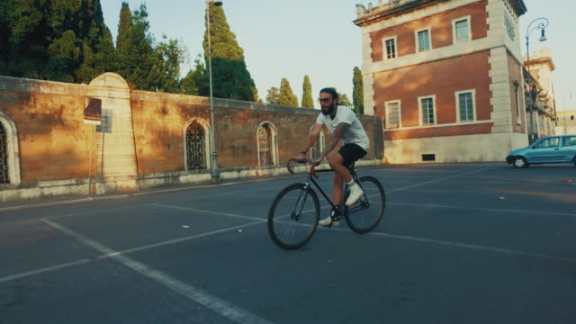 guy with beard and tattoo riding a fixie bicycle - beard stock videos & royalty-free footage