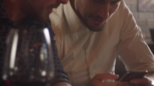 vídeos de stock, filmes e b-roll de pessoal no restaurante - barba