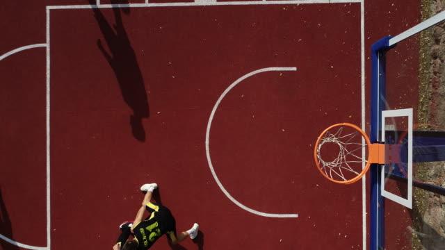vidéos et rushes de les gars streetball match - streetball