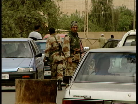 contract lib gvs american troops on duty in streets of baghdad - 2003 stock-videos und b-roll-filmmaterial