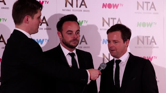 stockvideo's en b-roll-footage met gvs and interview with ant and dec who won the best tv presenter and the best entertainment programme awards at the national television awards 2017 - declan donnelly