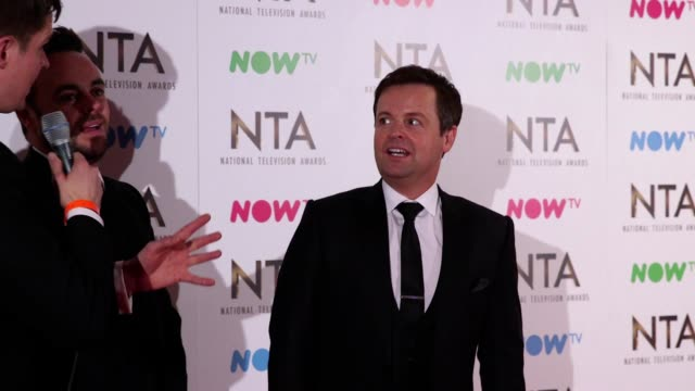 stockvideo's en b-roll-footage met gvs and interview with scarlett moffatt ant and dec and the 2016 cast of i'm a celebrity after the show won the best challenge show award at the... - ant mcpartlin