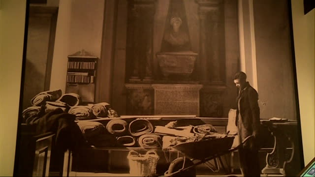 stockvideo's en b-roll-footage met gvs cecil beaton exhibition at the imperial war museum england london imperial war museum int gvs signs for 'cecil beaton theatre of war' exhibition... - imperial war museum museum