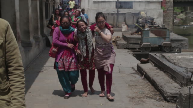 gvs from nepal where the april 2015 earthquake has killed thousands and civilians must deal with the aftermath as rescue teams from around the globe... - nepal stock-videos und b-roll-filmmaterial