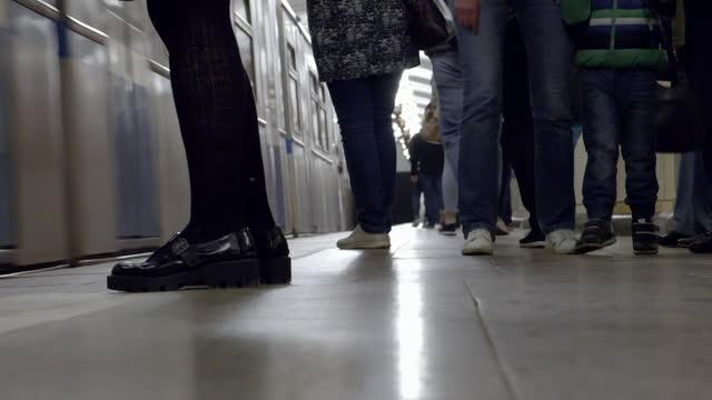 gvs interior moscow metro, russia - treno pendolare video stock e b–roll
