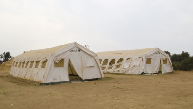 gvs of a refugee camp in rwanda following a mass evacuation from burundi during the conflict in 2015 - unicef stock videos & royalty-free footage