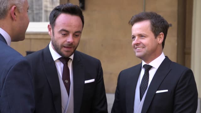 stockvideo's en b-roll-footage met gvs of anthony mcpartlin and declan donnelly at buckingham palace as they collected their obes for their contribution to television they admit it was... - declan donnelly