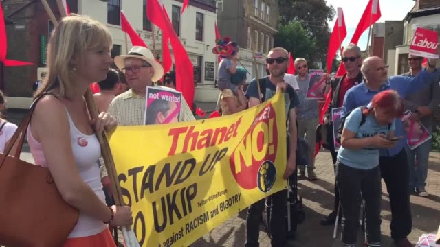 vídeos de stock e filmes b-roll de gvs of antiukip protesters who gathered before nigel farage gave a speech in ramsgate - ramsgate