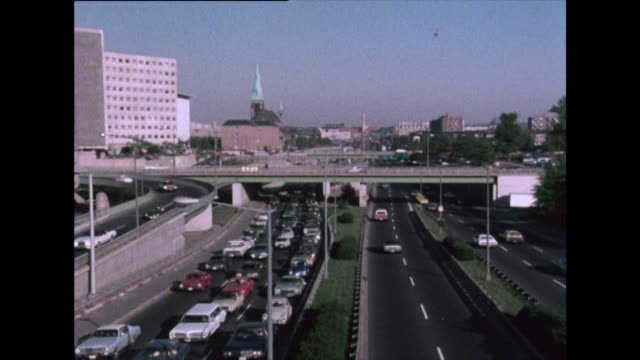 vídeos de stock e filmes b-roll de gvs of busy highway and heavy traffic in washington d.c; 1976 - 1976