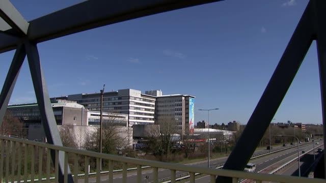gvs of cardiff university hospital; wales: cardiff: university hospital of wales: ext gvs bridge and major road alongside hospital / hospital... - major road点の映像素材/bロール