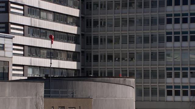 vídeos de stock, filmes e b-roll de gvs of cardiff university hospital; wales: cardiff: university hospital of wales: ext 'university hospital of wales' sign / gvs hospital buildings... - major road