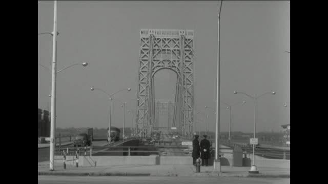 stockvideo's en b-roll-footage met gvs of george washington bridge with single deck in 1957 - 1962