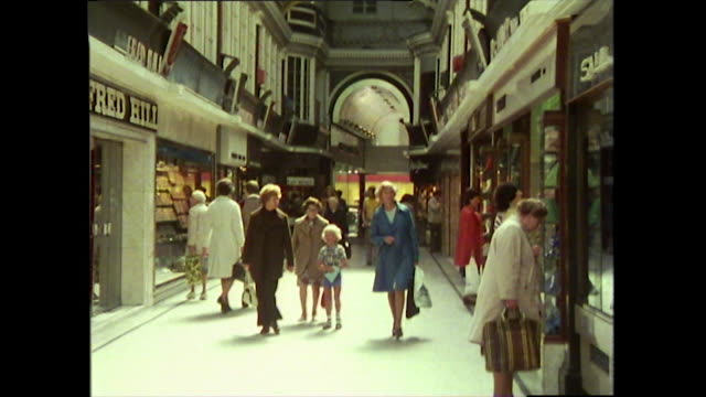 gvs of glasgow city centre shops in 1976 - girls videos stock videos & royalty-free footage