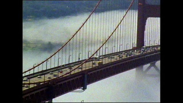 vídeos y material grabado en eventos de stock de gvs of golden gate bridge emerging through clouds; 1972 - puente colgante