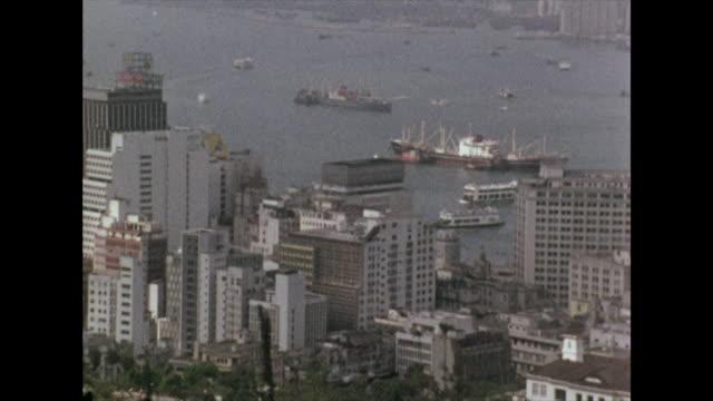 vidéos et rushes de gvs of hong kong looking out over victoria harbour; 1972 - port victoria hong kong