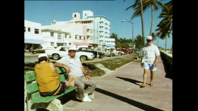 gvs of miami beach in 1991 - アールデコ地区点の映像素材/bロール